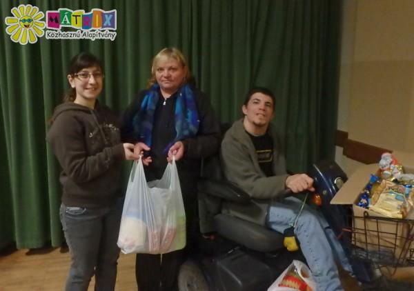 Szabi és családja is kapott tartós élelmiszer csomagot