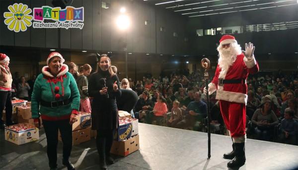 Ezer gyermeknek vitt ajándékot a Szeretet Mikulás