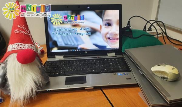 Számítógépeket kaptak gyerekek