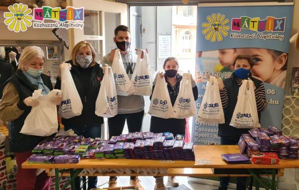 200 család kapott élelmiszercsomagot