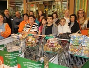 Sokan adakoztak az élelmiszergyűjtő pontokon - élelmiszerosztás 2012/2013