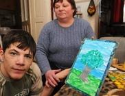 Szabit az orral festő fiút, és az állatkert fenntartót támogattuk