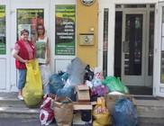 Kétszáz kiló ruhát, cipőt, játékot kaptunk a Karitáció Alapítványtól
