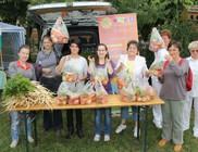 Gyümölcsöt és friss helyi zöldséget kaptak rászorulók