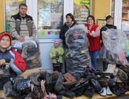 A cipőosztáson több száz lábbeli talált ingyenesen gazdára
