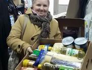Tartós élelmiszert kaptak rászorulók