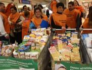 Két tonna élelmiszert gyűjtöttünk rászorulóknak