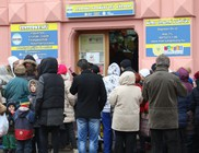 Négyszáz család kapott szeretetcsomagban élelmiszert