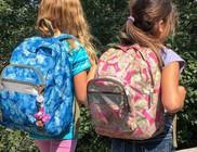 Iskolatáska adomány gyermekeknek