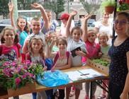 Ezer család kapott cserepes virágot a városszépítési programban