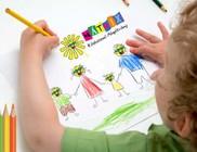 Százezer ceruza, toll, kréta kerül ingyenesen rászoruló gyermekekhez - Segítsen Ön is!