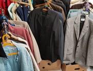 Szociális intézmények kaptak ruha és cipő csomagokat