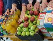 Tavaszi élelmiszercsomagokat kaptak rászorulók a Centerkében