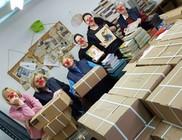 Bohócdoktorok 250 könyvcsomagot röptettek kisgyermekeknek
