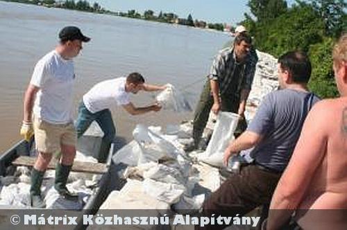 Az árvízi védekezésben is részt vett a MÁTRIX Alapítvány