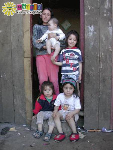 Rászoruló gyermekekkel