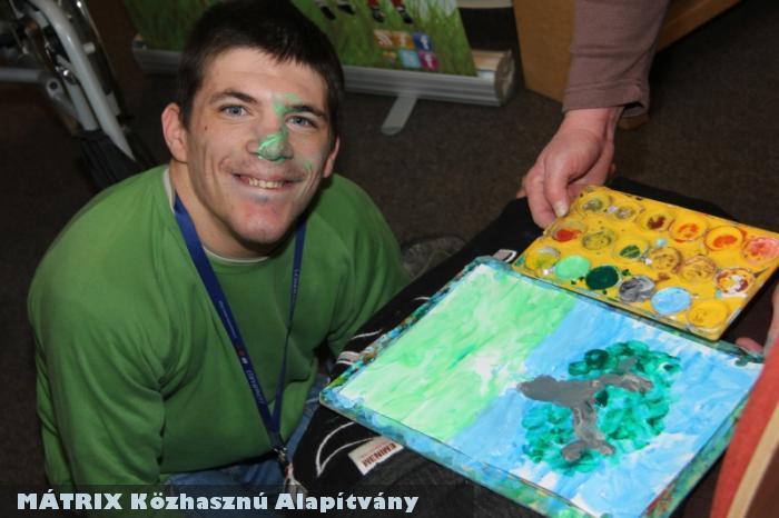Szabolcs izomsorvadásban szenved - orral festi csodaszép képeit