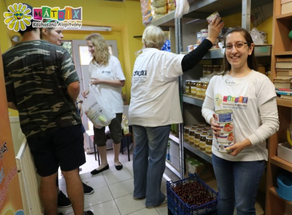 Élelmiszer csomagok nélkülözőknek