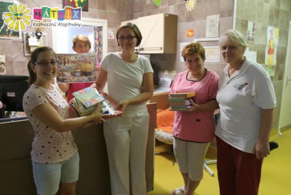 Mesekönyv adomány gyermekkórház támogatás