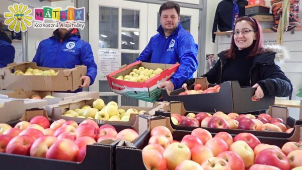 Gyümölcs adomány, családtámogatás
