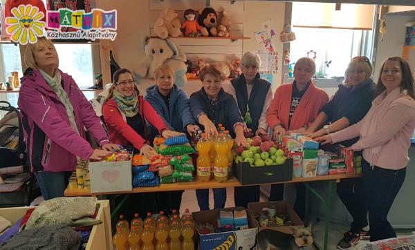 Önkéntes segítő csapat - élelmiszer csomagok osztása