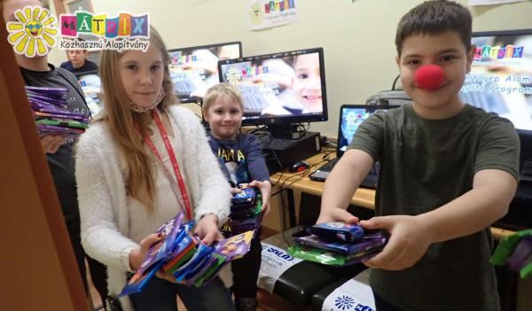 Gyermekek kaptak számítógépet a bohócdoktortól