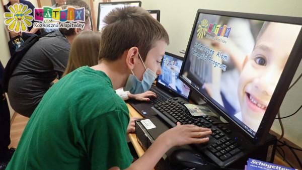 Számítógép adomány - gyermekek támogatását segítse Ön is
