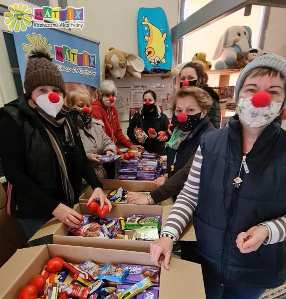 Bohócdoktorok - adománycsomagok a covid osztályokra