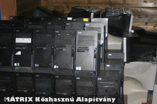 Több mint 100 gyerek kapott számítógépet a Számítógép Álom 2010 programban