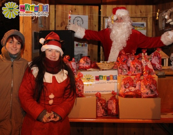 A Mátrix Mikulás évente többezer ajándék szétosztása révén segíti a lakosságot