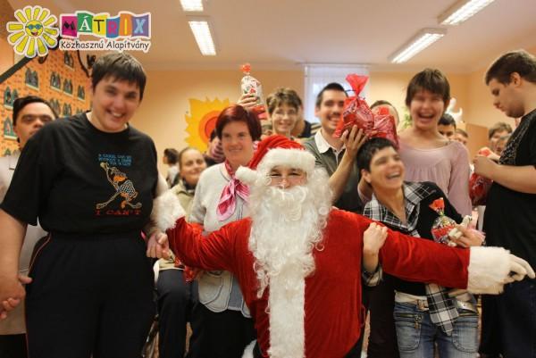 Adventi ajándékozás pillanatai - ezer gyermek számára vittünk ajándkokat
