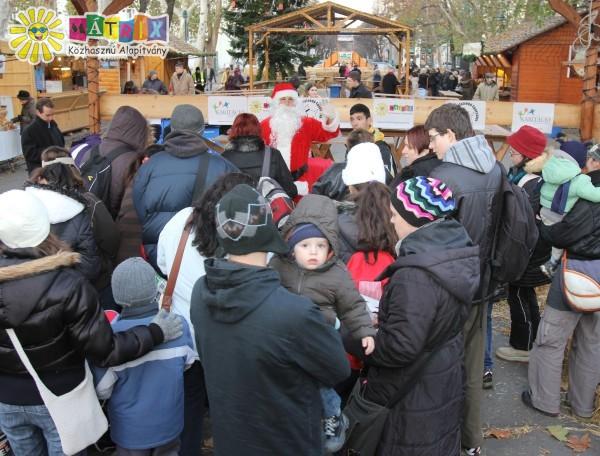 Ajándékosztás - Mikuláscsomag ezer gyermeknek