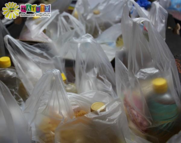 Élelmiszert csomagok rászorulóknak