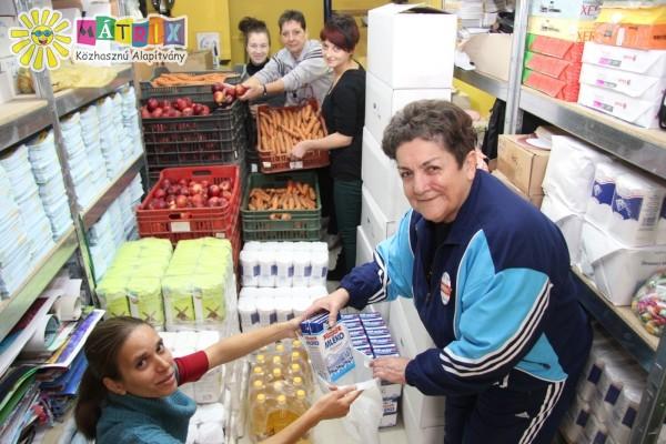 Mátrixos csodacsapat - élelmiszercsomagokat készítünk rászorulóknak