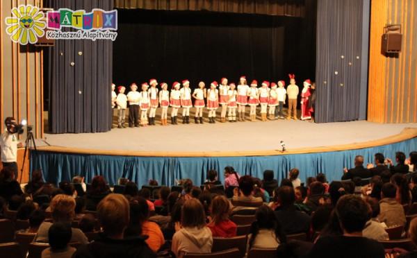 Mikulásunk tiszteletére az ózdi gyerekek által szervezett előadás