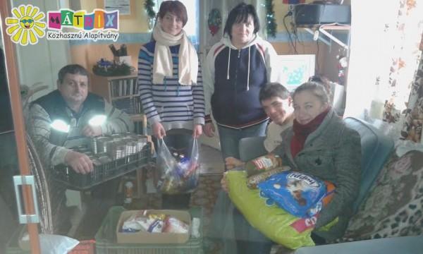 Sárközi Szabolcsot, az orral festő fiút élelmiszerrel támogattuk