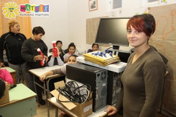 Számítógép adományt vittünk a gyermekmentő tanodába