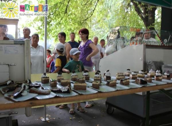 Támogatottjaink is kóstolhattak a város tortájából :)