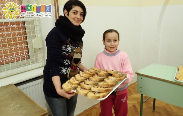 Zsíros kenyér - jótékonysági élelmiszerosztás