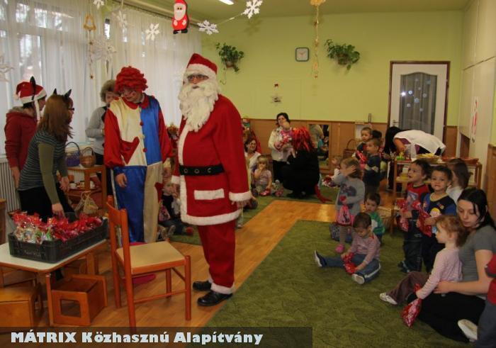 Sok - sok intézmény is kapott az ünnepi ajándékokból