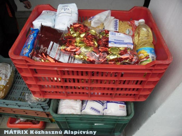 Hajléktalan étkezdébe vittünk élelmiszert