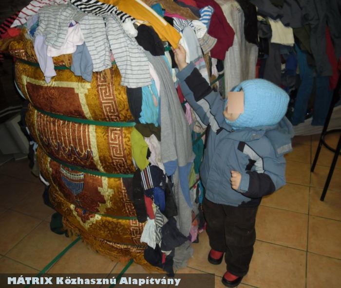 Bálabontás - ruhaosztás elõtti pillanatok