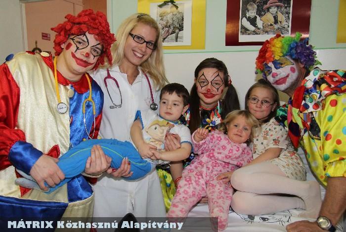 Alapítványunk támogatja a Karitációs Bohócdokik betegségelûzõ csapatát