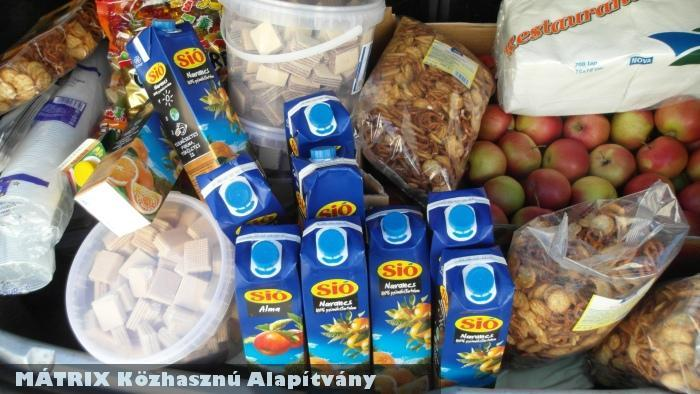 Élelmiszer és gyümölcs adomány szociális programhoz