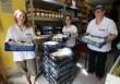Élelmiszerosztás, önkéntesek