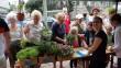 Családok, idősek ezren kaptak virágot
