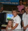Örömteli pillanat: A gyerekek megkapják a számítógépeiket