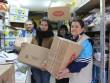 Adományosztás, élelmiszercsomagok összeállítása