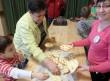 Éhség ellen zsíros kenyér: étkeztetés jótékonysági rendezvényen