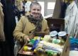 Nagycsaládos anyuka kapott élelmiszer csomagot